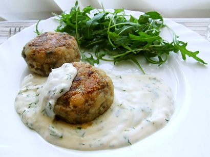 Mushroom and rice balls with rocket salad