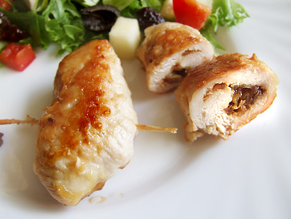 Cheese&Onion Chicken Rolls with Vegetable and Dried Plum Salad